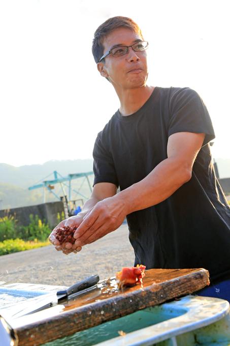 自らの仕事や生活は震災前の形に戻すことができたが、町の復興には程遠いと話す佐藤さん。