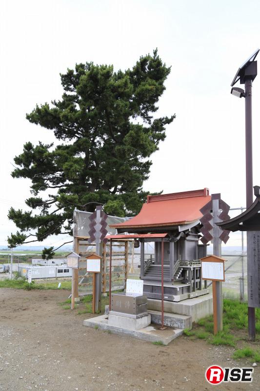 鎮魂の場となっている日和山。大津波で流失した、閖上湊神社と富主姫神社を祀っている。