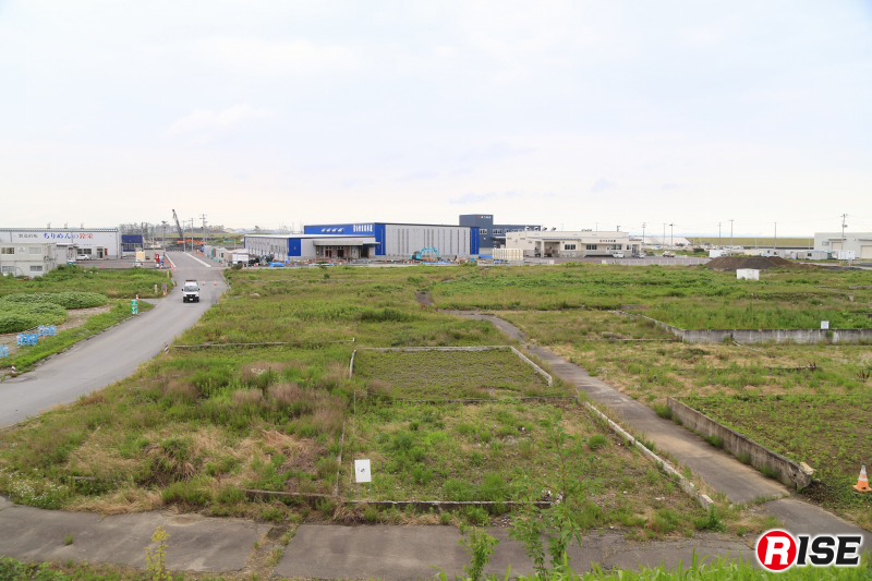 日和山からみた閖上地区。水産加工業の事業所などが一部再建されているが、ほとんどが更地のままとなっている。
