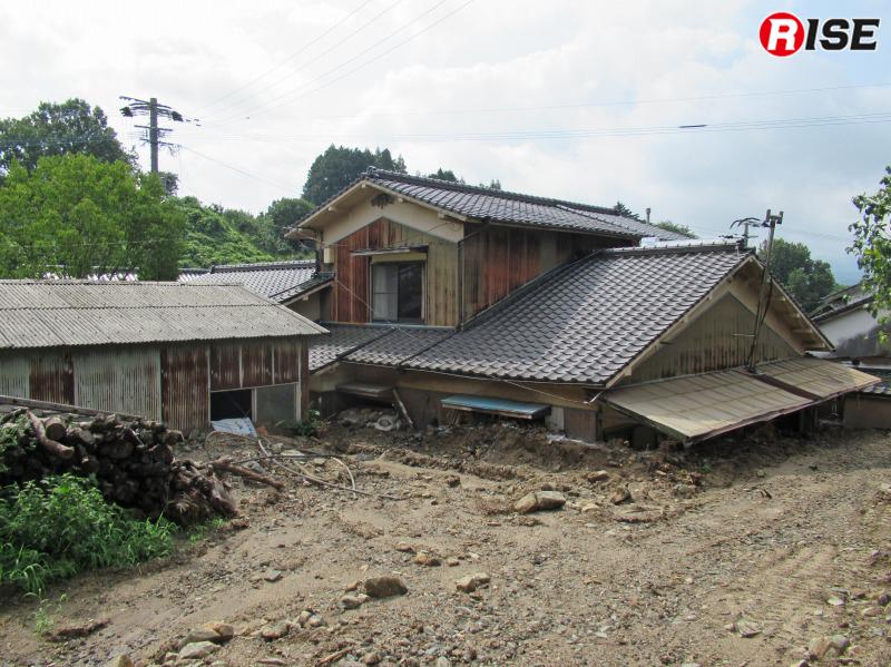 活動したエリアでは、まだ半分が土砂に埋まったままという家屋も数多くあった。