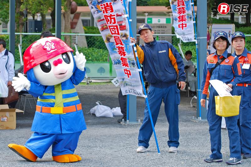会場では広島市消防団のPRも。会場には広島市消防団のマスコット「ひろピー」が登場。