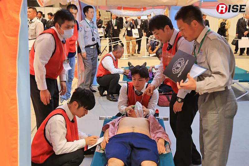 国際展示場〔展示ホール8〕で実施されたスキルトレーニング1「集団災害・多傷病対応」の様子。
