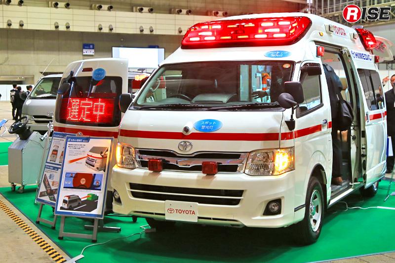 トヨタでは救急車の警光灯やサイレン、電光表示板などを駆使した安全向上策を提案。
