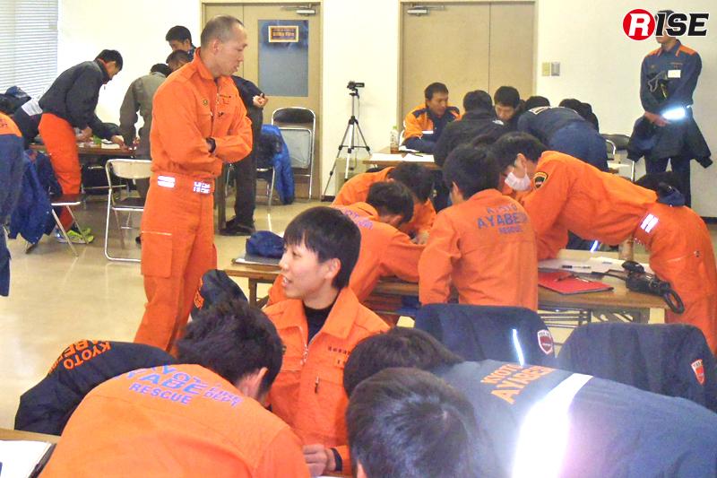ICSを学ぶ机上訓練の様子。