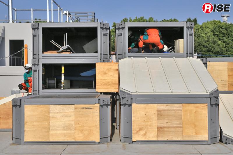 パンケーキクラッシュを起こした建物を模した設定。右上段に位置する要救助者を、左中段の開口部から救出する。