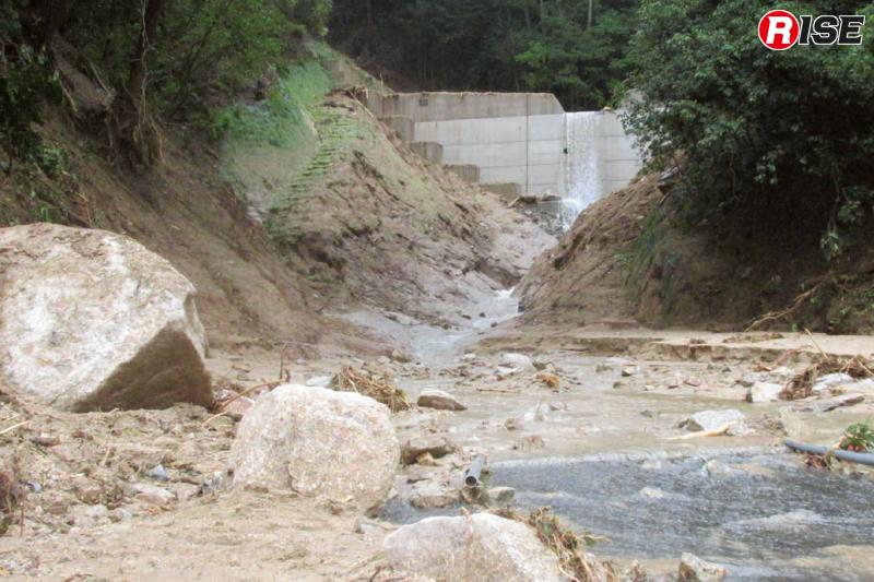 完成したばかりの治山ダムも土石流を防ぎきることができなかった。