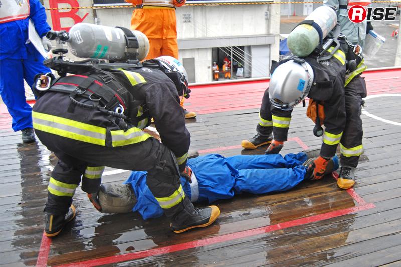 要救助者は指定の位置まで搬送を行う。