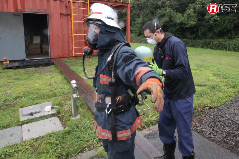 施設内に入る前はPPEの確認が入念に行われる。