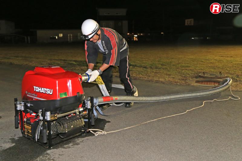 消防団は水利部署し可搬ポンプにより送水を実施。