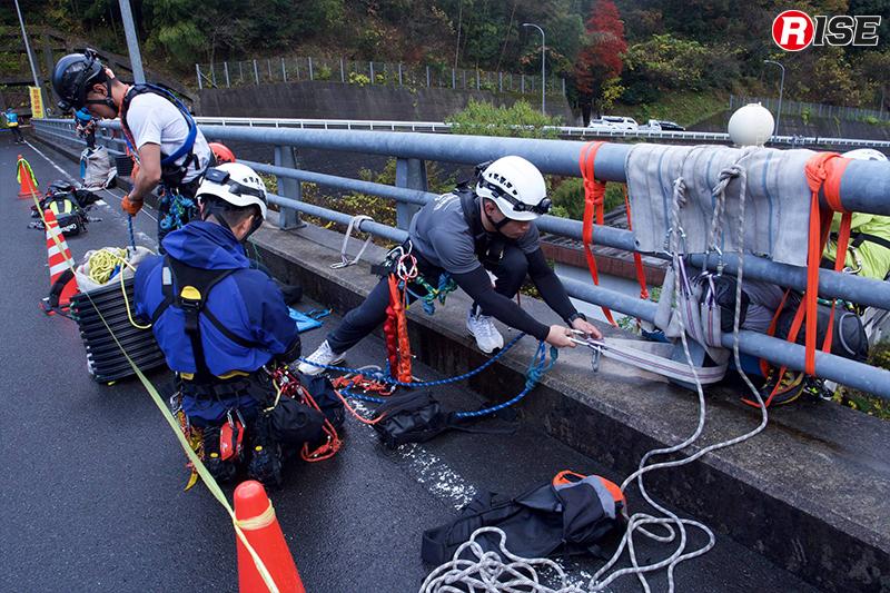 救出側の活動範囲は道路上の1.5m幅のみに制限。