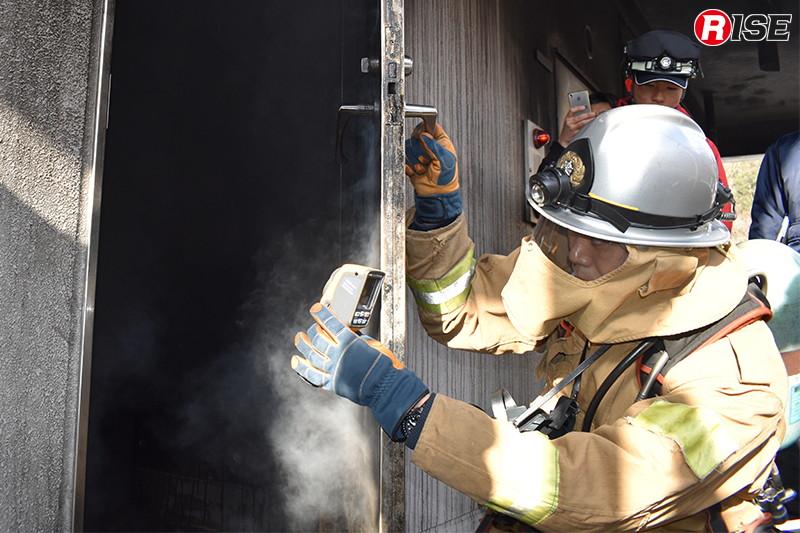 蒸気噴出が落ち着いたところで内部の状況を確認。