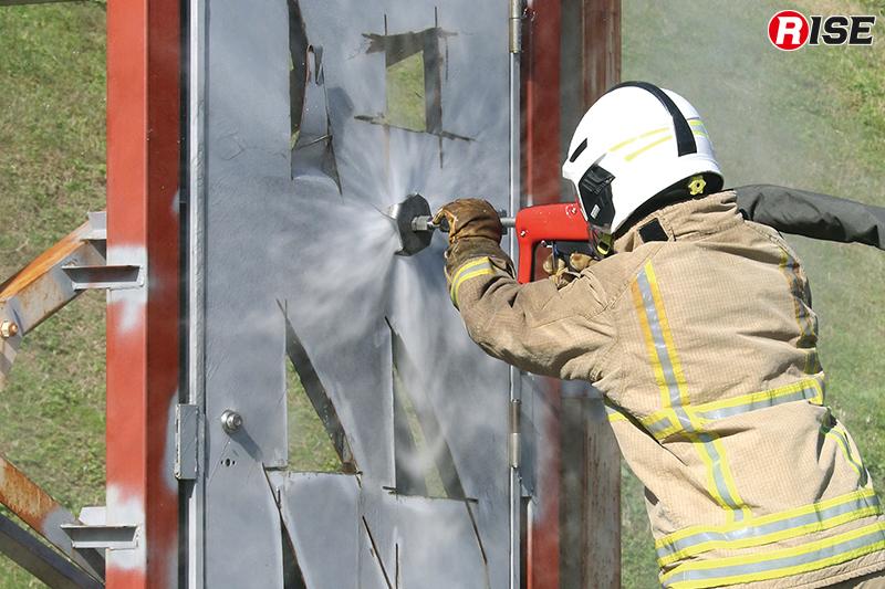 防火扉への穿孔は実質2枚の鉄板を抜く形となるため迅速に対応が可能。