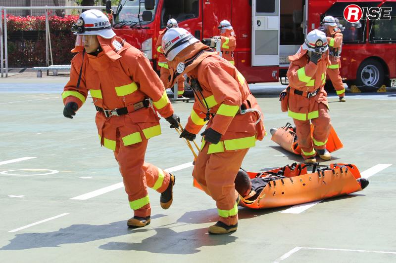 化学剤や放射性物質などが確認されなかったため、外周部の負傷者救出が急ピッチで進められる。