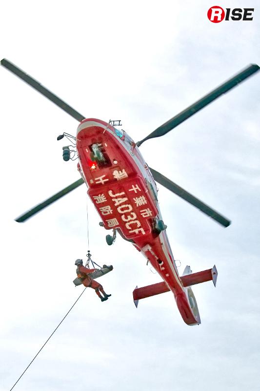 医療機関への迅速な搬送のため、消防ヘリにより対応が行われる。