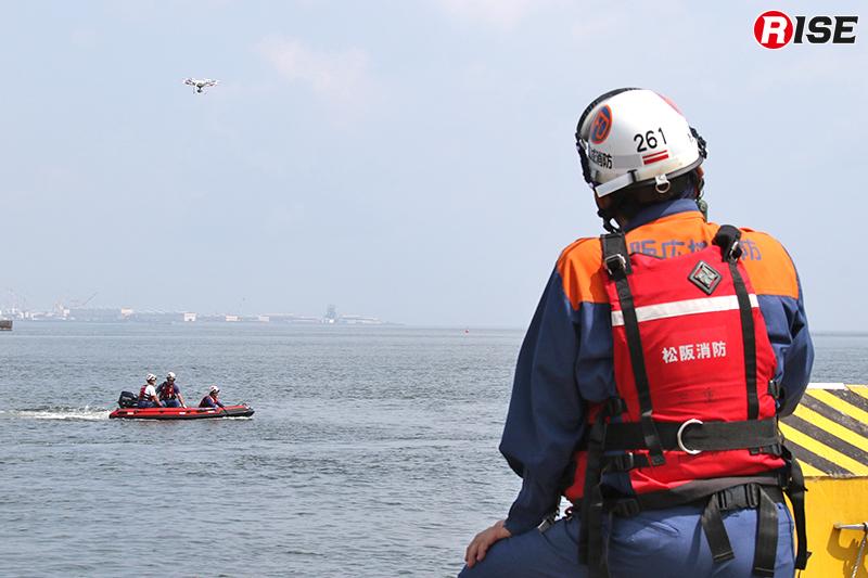 従来は岸から目視による安全確認しか図れなかったが、ドローンを活用すればより確実な情報を得ることが出来る。