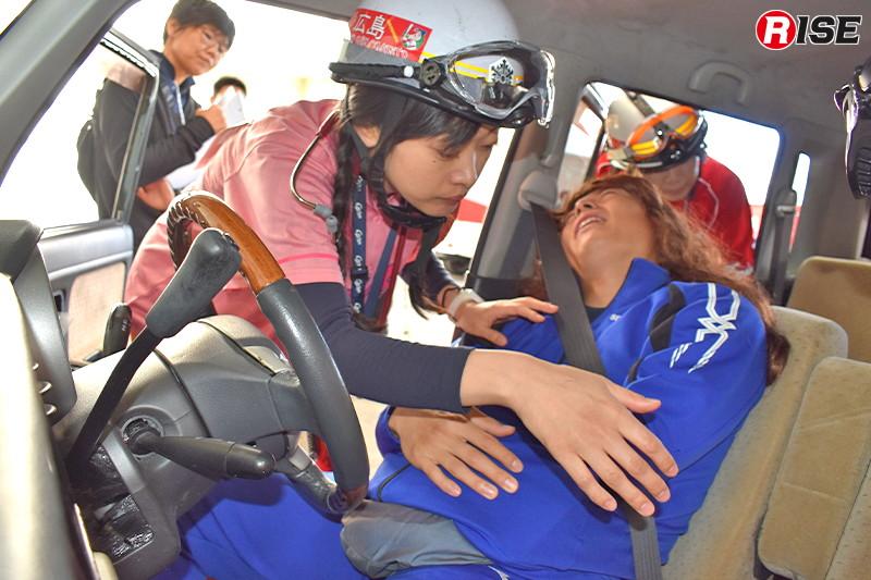 【産科ブース】妊婦2名が乗った乗用車の単独事故想定。