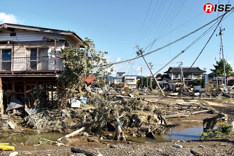 長野市穂保地区の千曲川左岸の堤防が決壊し同地区を中心に広範囲に浸水被害をもたらした。