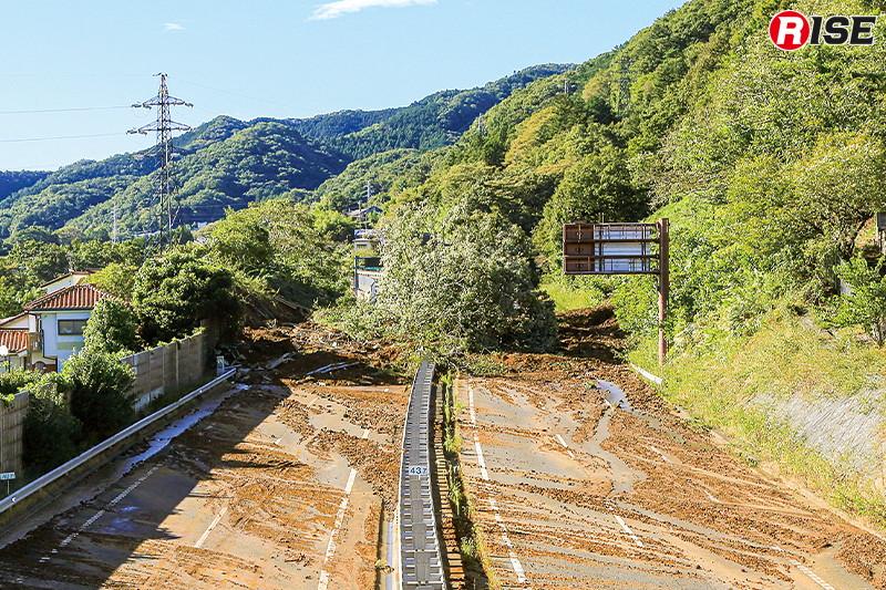 中央自動車道大月IC-八王子JCT間は土砂崩れによる通行止となり、物流へ大きな影響が出た。