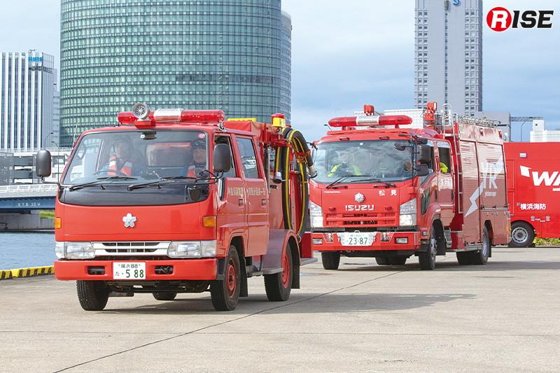 現場に到着した消防署団部隊。