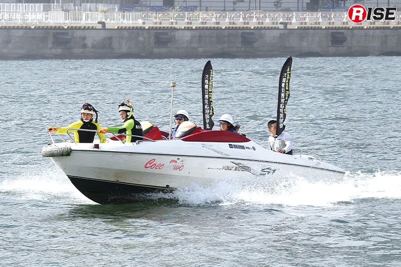 「COCO-TWO」は機動力を活かし、要救助者を確保した救助隊員をピックアップ。