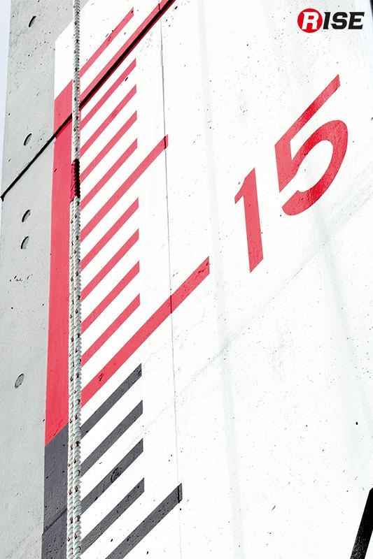 ロープ登はん訓練施設。地上15mの位置がゴールとなる。