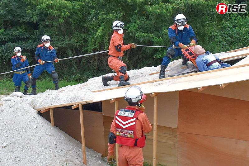 要救助者救出にあたる廿日市市消防本部の県内応援部隊。