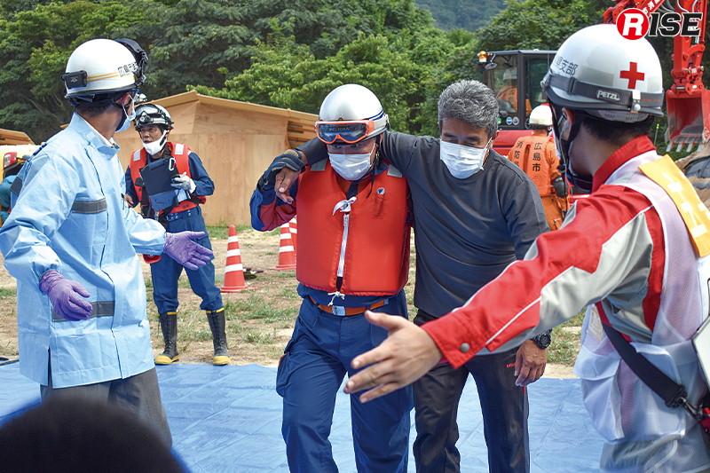 現場には救護所が設定され、日赤救護班と救急隊が対応する。