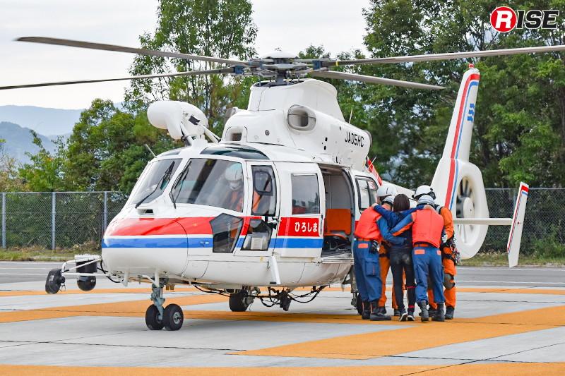 消防ヘリにより負傷者を医療機関へ搬送する。