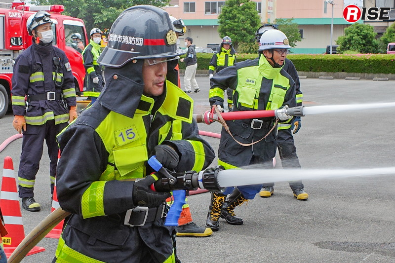 火災戦術講習にてノズルの特性や違いを学ぶ。