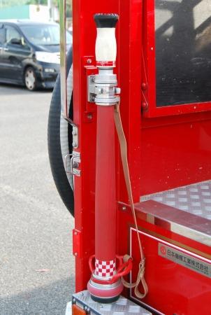 管鎗はヨネの「スーパーストリーム管そう」で、ノズルは岩崎製作所の「操法用噴霧ノズル V23」を使用している。