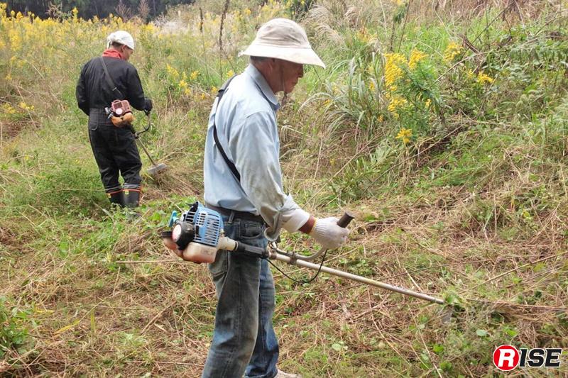 訓練場所の草刈りやトレンチ作成など全てが手作りで行われている。