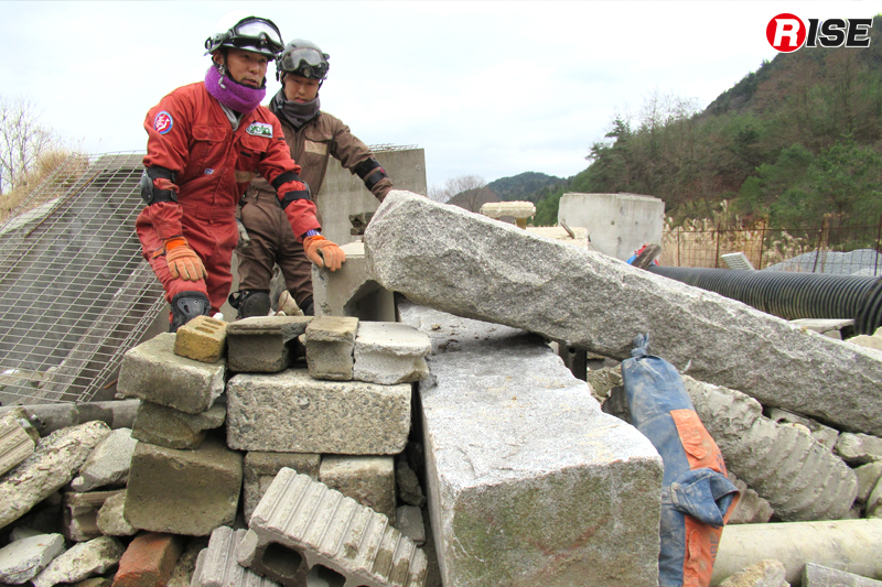 その場にある瓦礫にてフラット面を作成しクリビングを行う。