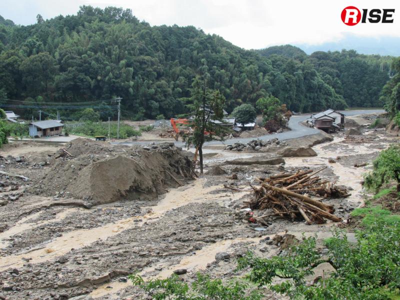 土砂により破壊されたエリア。応急路が作られているが、その他はほとんど手付かずのままだ。