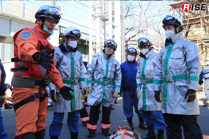 各想定終了後には特別救助隊からアドバイスが送られる。