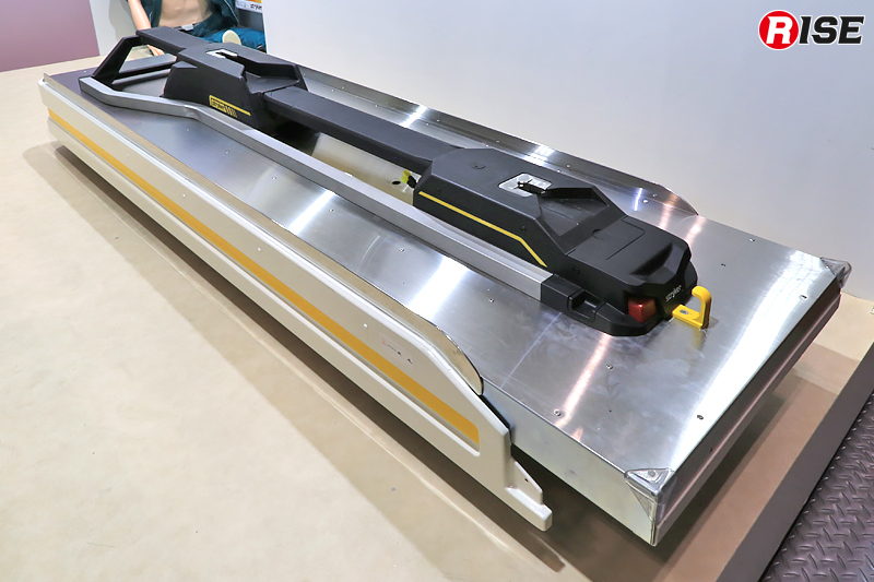 防振架台「VCS-02」に手動ファスナー「Performance LOAD 6392」を組み合わせた状況。ファスナーとの相性に配慮し、防振架台上面がフラットに作られているのがわかる。