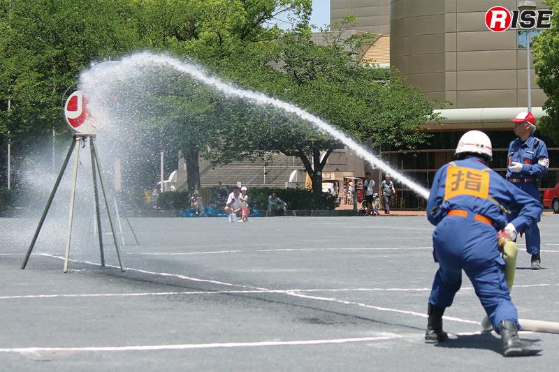 操法競技の部では小型ポンプ操法が行われる。各分団の代表が日頃の訓練成果を披露する。
