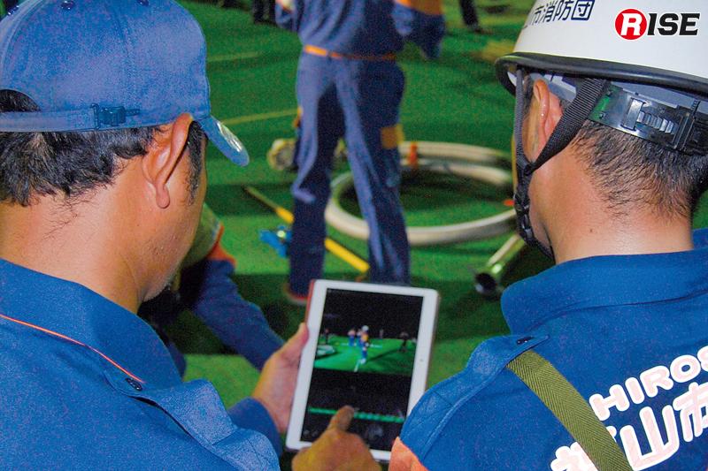 訓練は動画を撮りその場で動きを確認。