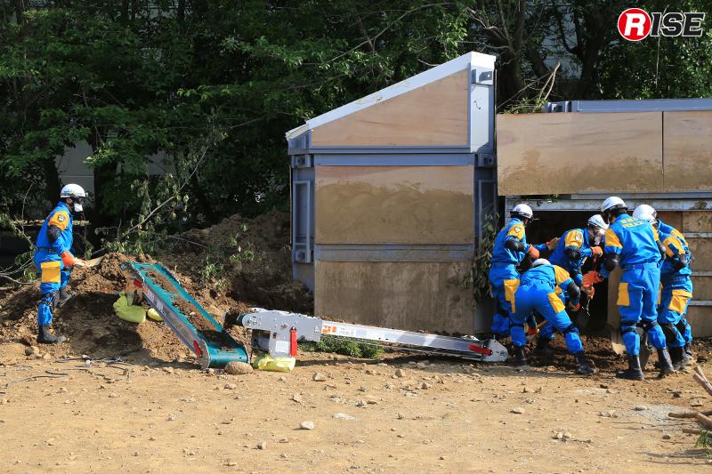 バケツリレーに人員を割かずに済み、隊員の体力も救助活動にすべて注ぐことができる。