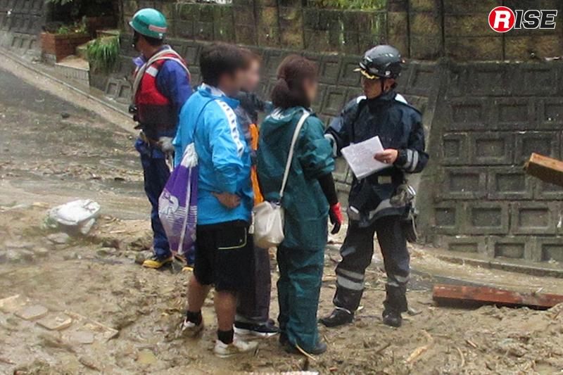 被災状況を確認しながら足で情報を集めていった。