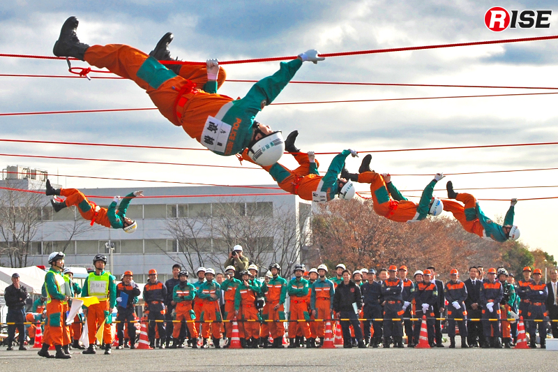 20mのロープをモンキーで渡り、すばやくターンする。