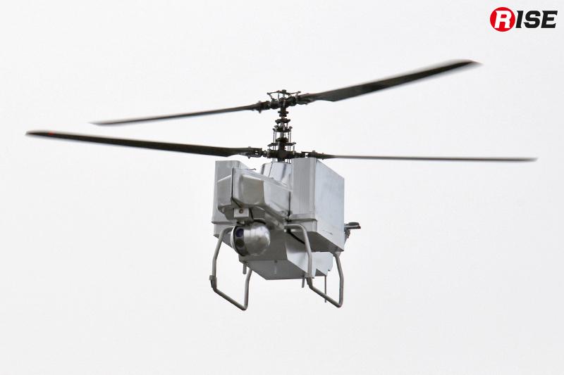 まずは飛行型偵察・監視ロボットが偵察を実施。移動速度は時速約15km(自律飛行時)で1回あたりの飛行時間は13分。
