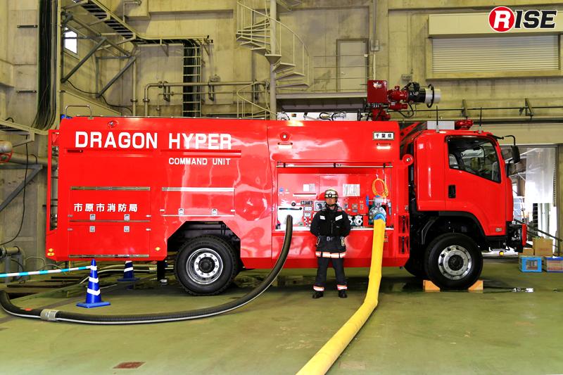 今回の実演訓練で送水を担った市原市消防局の大型放水砲搭載ホース延長車。