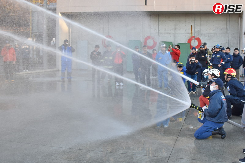 棒状放水+自衛噴霧放水(コンビ放水)の体験。