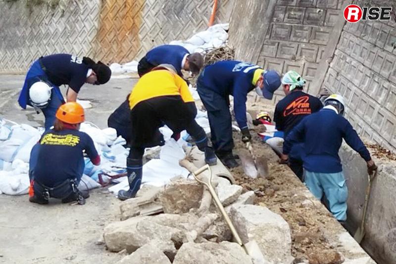 人海戦術の土砂除去作業。計画的な人員投入が功を奏した。