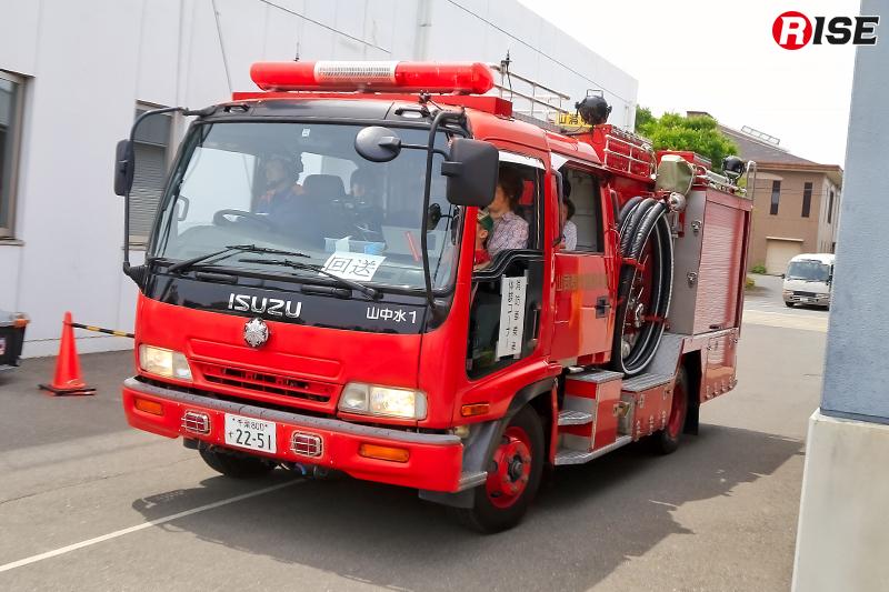 消防自動車の走行体験コーナー。