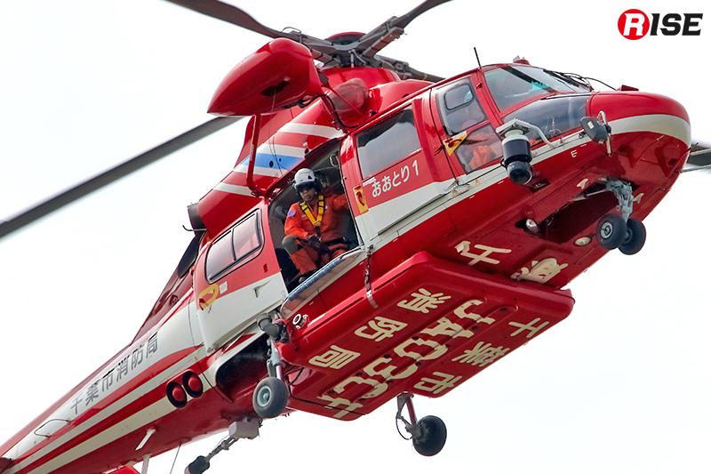 千葉市消防局航空隊のヘリが上空からの偵察を実施。