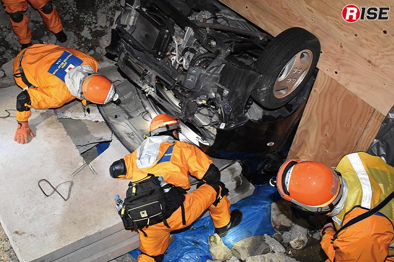 立体駐車場の倒壊現場想定では車両内CSRを展開。