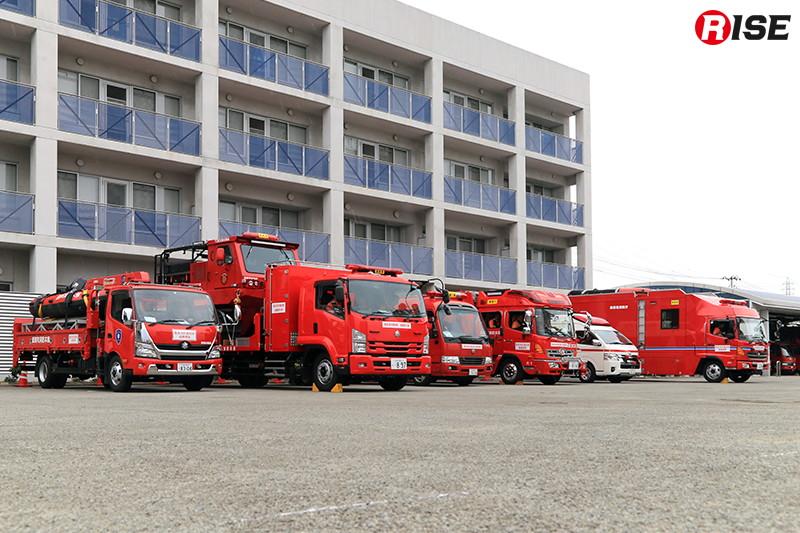 消防学校に集結した訓練参加部隊。