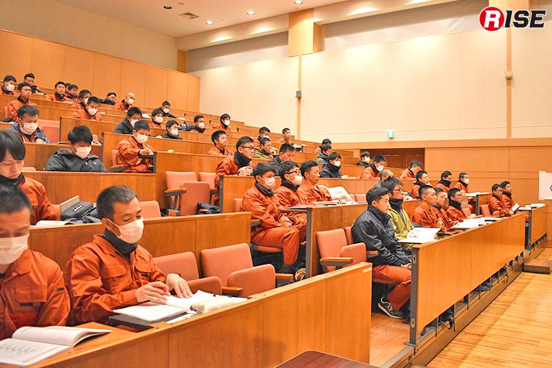 座学ではCSRMの基礎知識を学ぶ。
