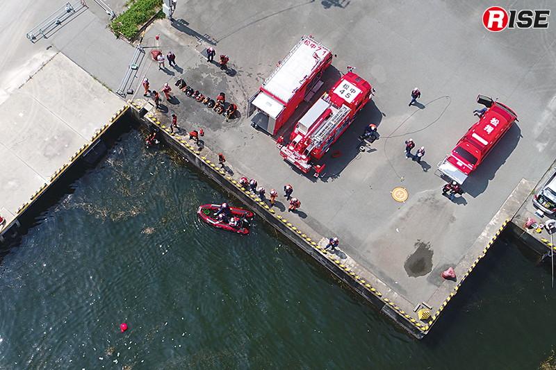実際の空撮画像。水面に浮かぶ気泡から活動位置なども的確に把握することが出来る。(写真提供:松阪地区広域消防組合消防本部)